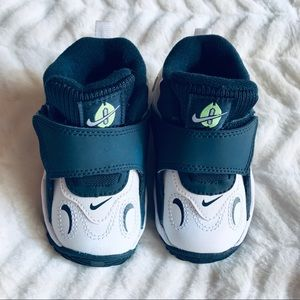 Nike Baby Sneakers - Size 4 - New!
